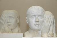 14.Скульптура «Автопортрет с Олей» (слева) и «Ксюша с Васей» (справа), мрамор. 1992 г.