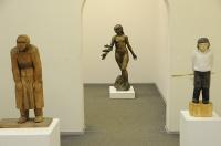 17.Скульптуры: «Теплый день» (слева), дерево, 1987 г.; «Кама» (в центре), бронза, 1987 г.; «Пастух»